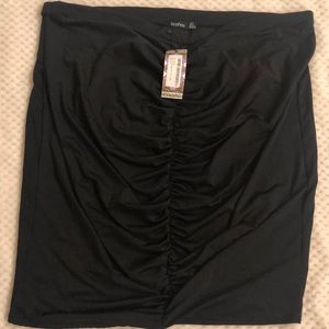 NWT. Black Boohoo US 20 skirt